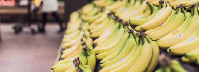 Bananen_in_der_Obstabteilung